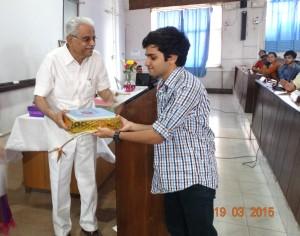 Dr Ramesh Dhume felicitating the winner.